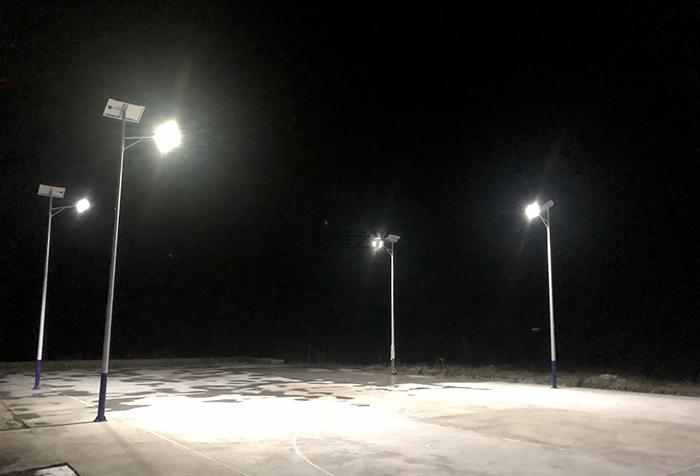 太阳能球场灯5