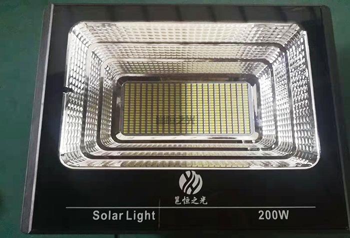 太阳能投光灯6