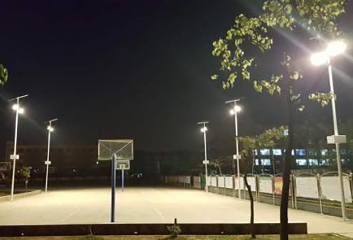 太阳能球场灯2